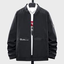 Jacke mit Reissverschluss und Buchstaben Grafik