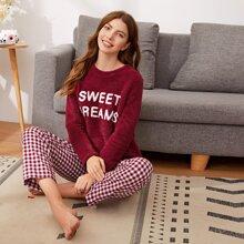 Conjunto de pijama pullover teddy con letra con pantalones de cuadros