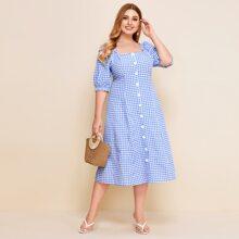 Grosse Grossen - Kleid mit quadratischem Kragen, Rueschenbesatz, Knopfen vorn und Karo Muster