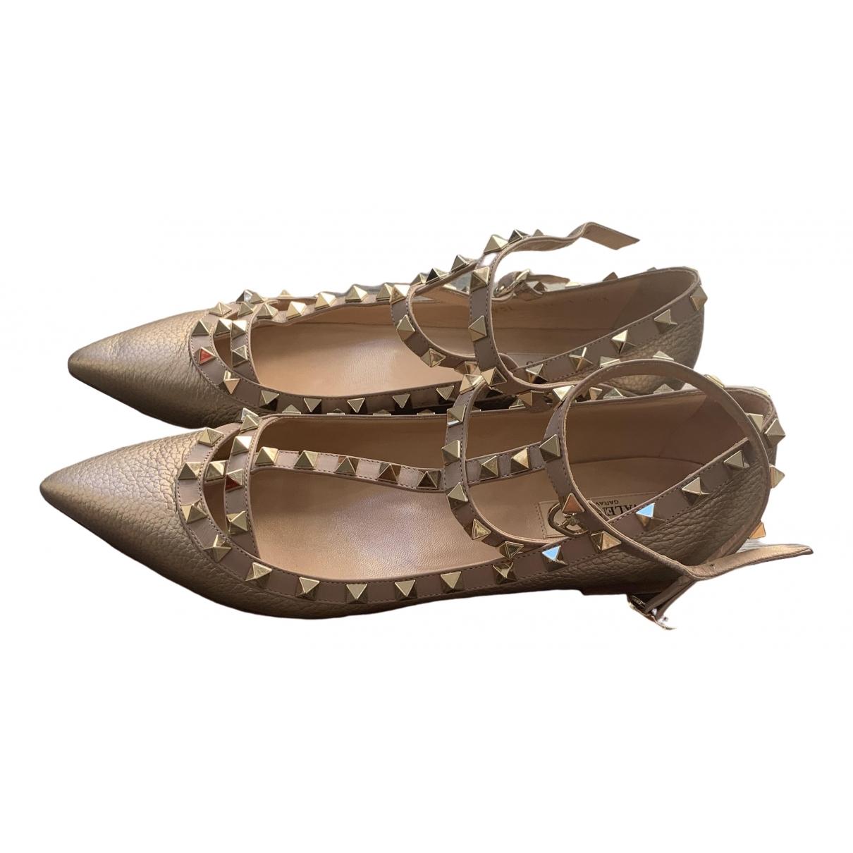 Valentino Garavani Rockstud Ballerinas in  Gold Leder