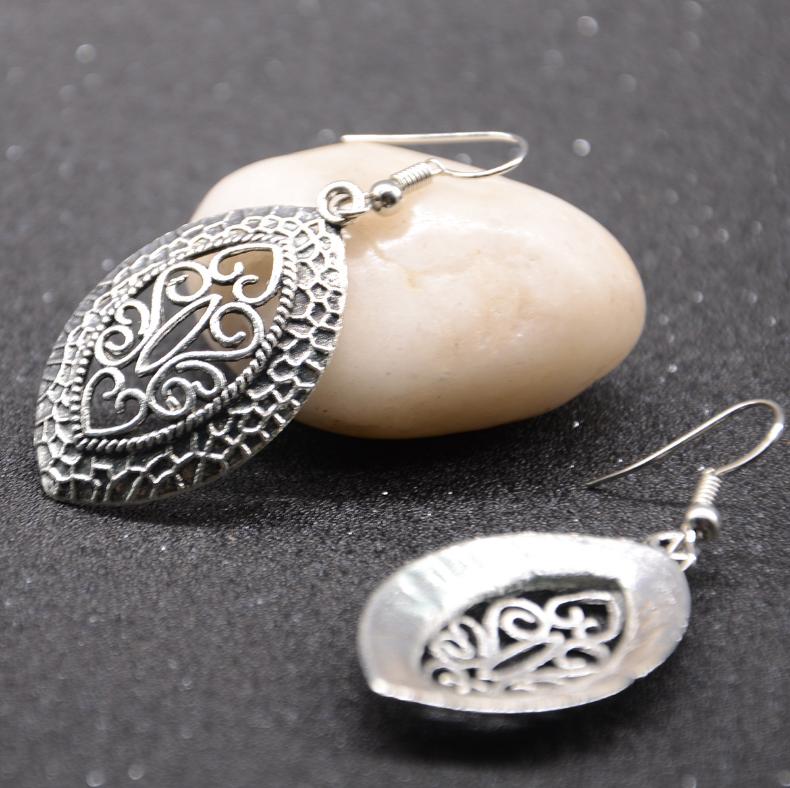 Vintage Geometric Peach Heart Cutout Pendant Earrings Ethnic Long Earrings Chic Jewelry