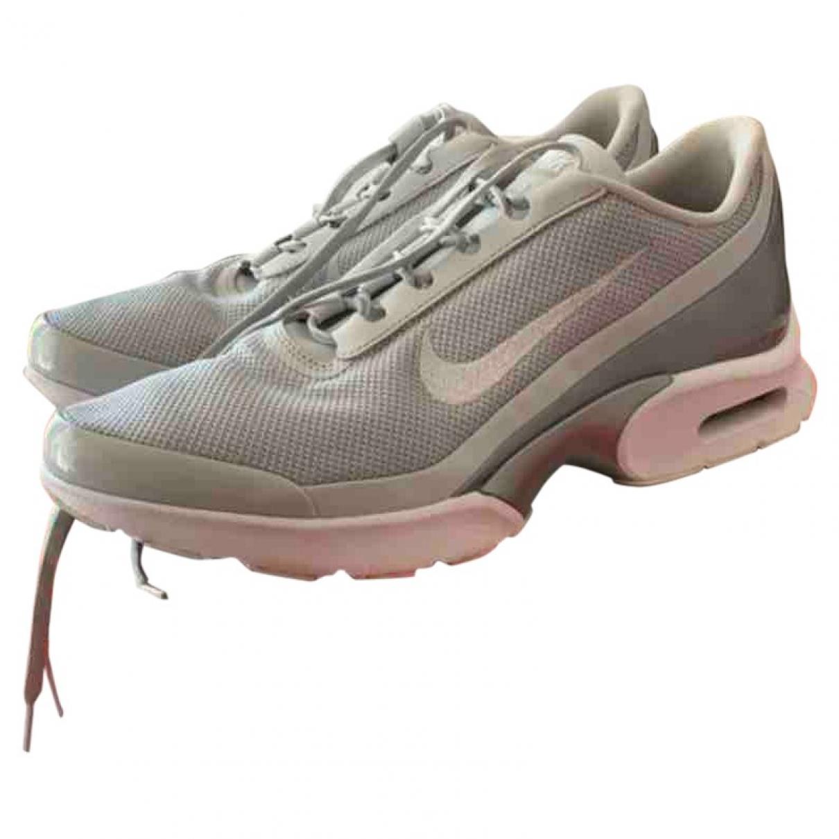 Nike Air Max Plus  Sneakers in  Grau Leinen
