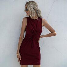Einfarbiges figurbetontes Kleid mit Twist vorn
