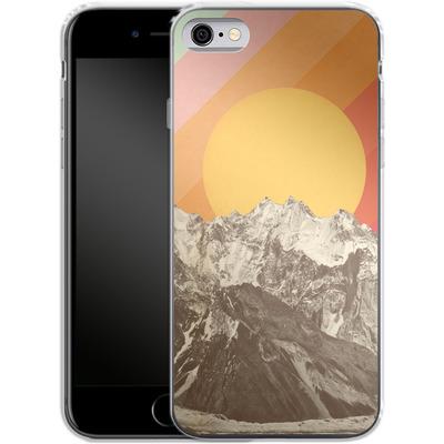 Apple iPhone 6s Silikon Handyhuelle - Mountainscape von Florent Bodart