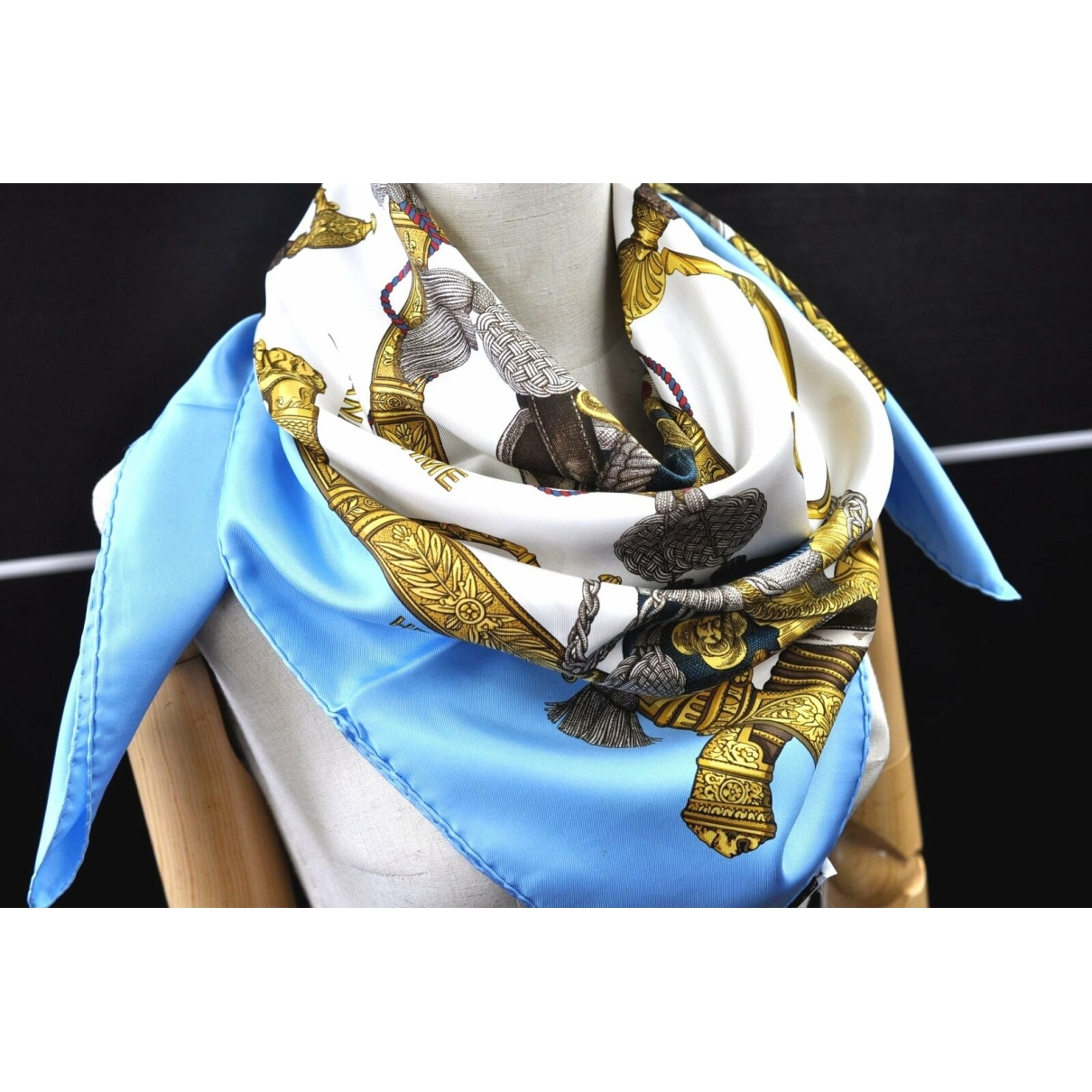 Hermès \N Blue Silk scarf for Women \N