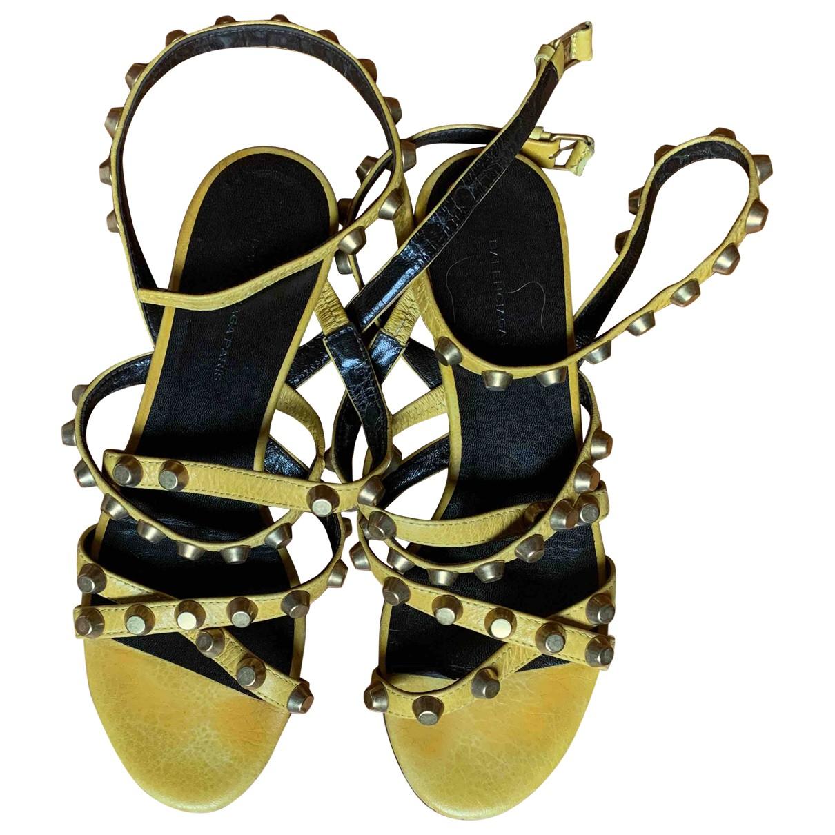 Balenciaga \N Sandalen in  Gelb Leder