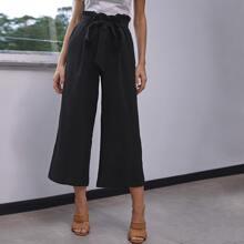 Hose mit Papiertasche um die Taille, Falten und breitem Beinschnitt