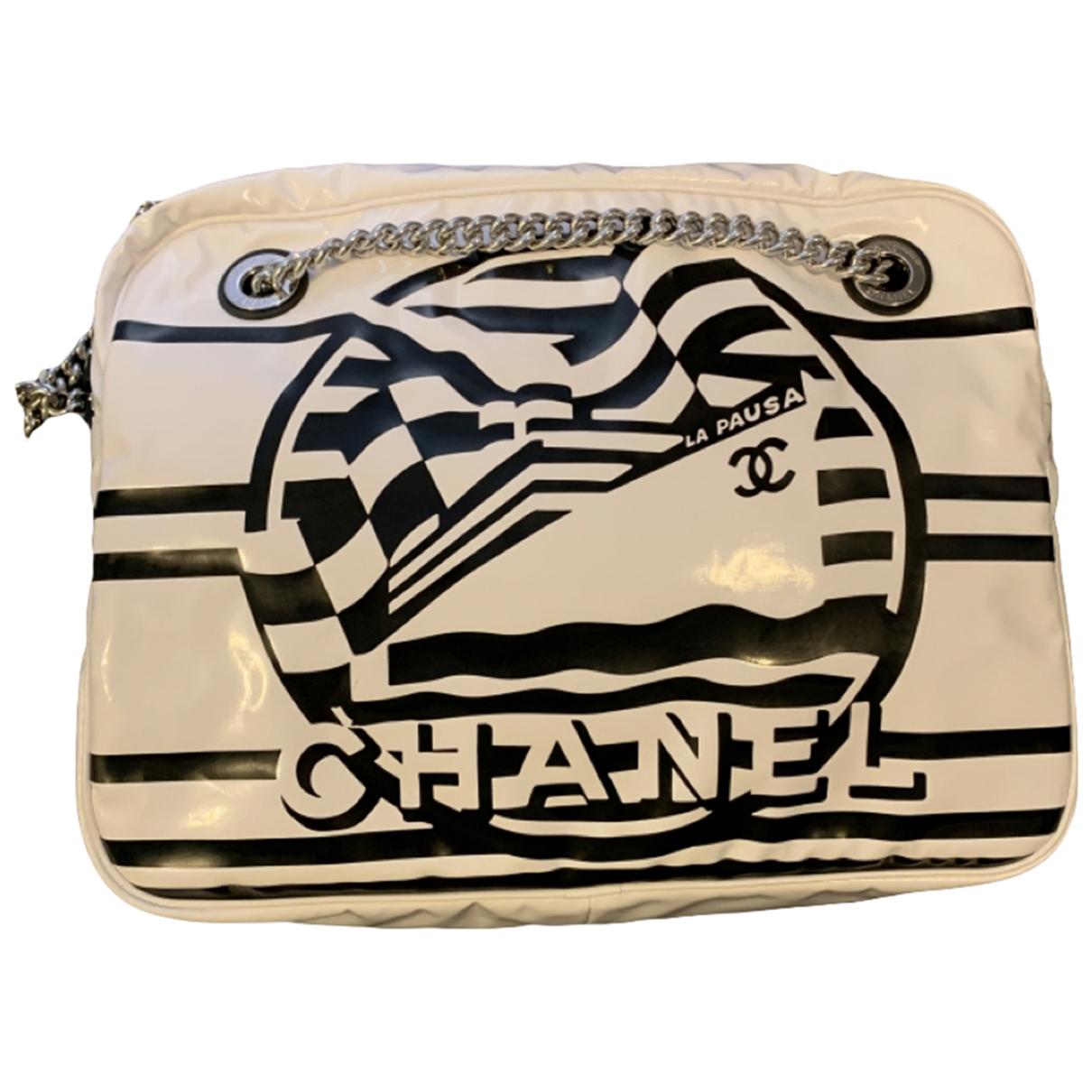Chanel Camera Handtasche in  Weiss Lackleder