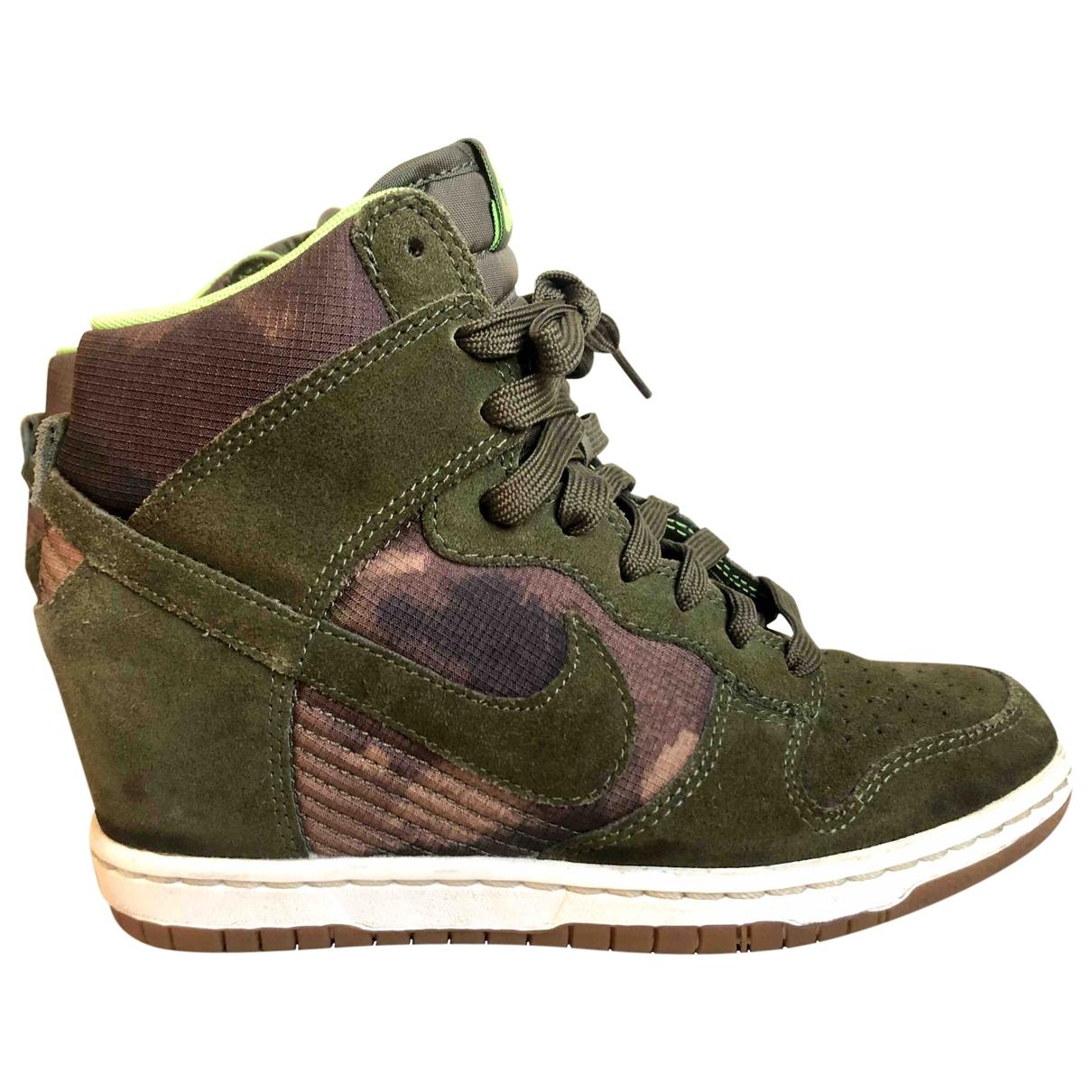 Nike Dunk Sky Sneakers in  Gruen Veloursleder
