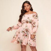 Schulterfreies Kleid mit Blumen Muster und Rueschenbesatz