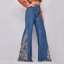 Jeans mit Reissverschluss, ungesaeumtem Saum und ausgestelltem Beinschnitt