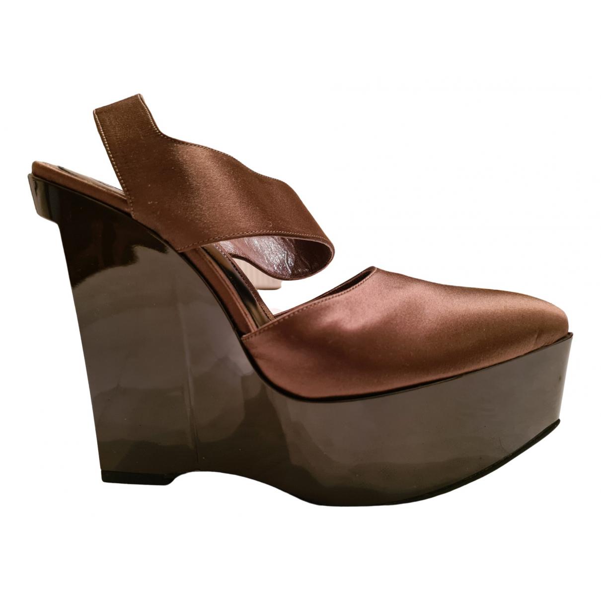 Marni \N Sandalen in  Braun Lackleder