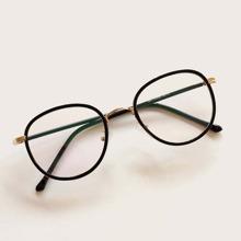 Brille mit rundem duennem Rahmen