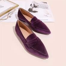Minimalistische Loafers mit spitzer Zehenpartie