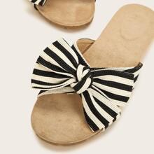 Zapatillas de rayas con diseño de lazo