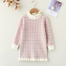 Pulloverkleid mit Hahnentritt Muster und Rueschenbesatz