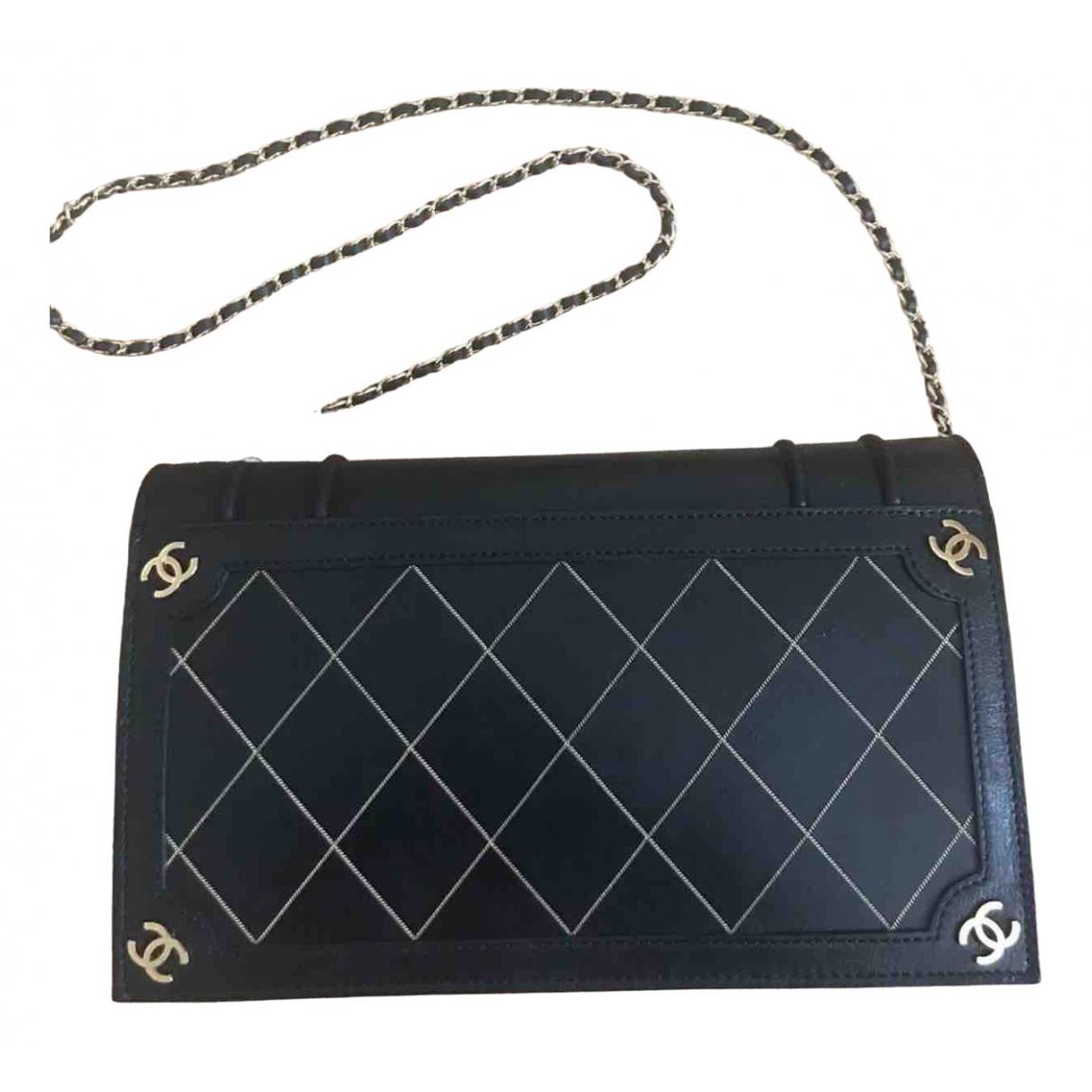 Chanel \N Clutch in  Schwarz Leder