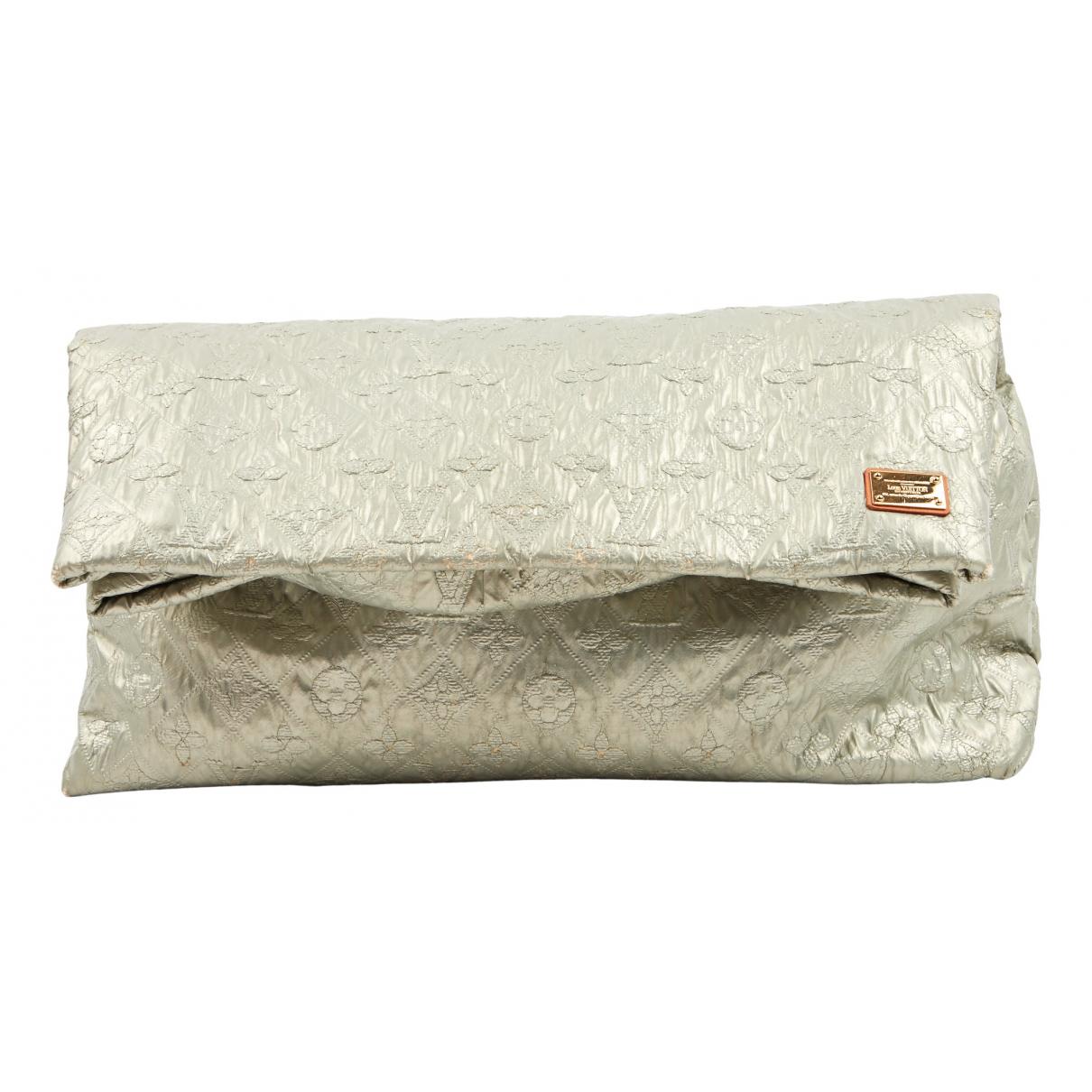 Louis Vuitton \N Clutch in  Silber Leinen