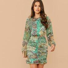 Kleid mit Ausschnitt hinten, Ruesche und Stamm Muster