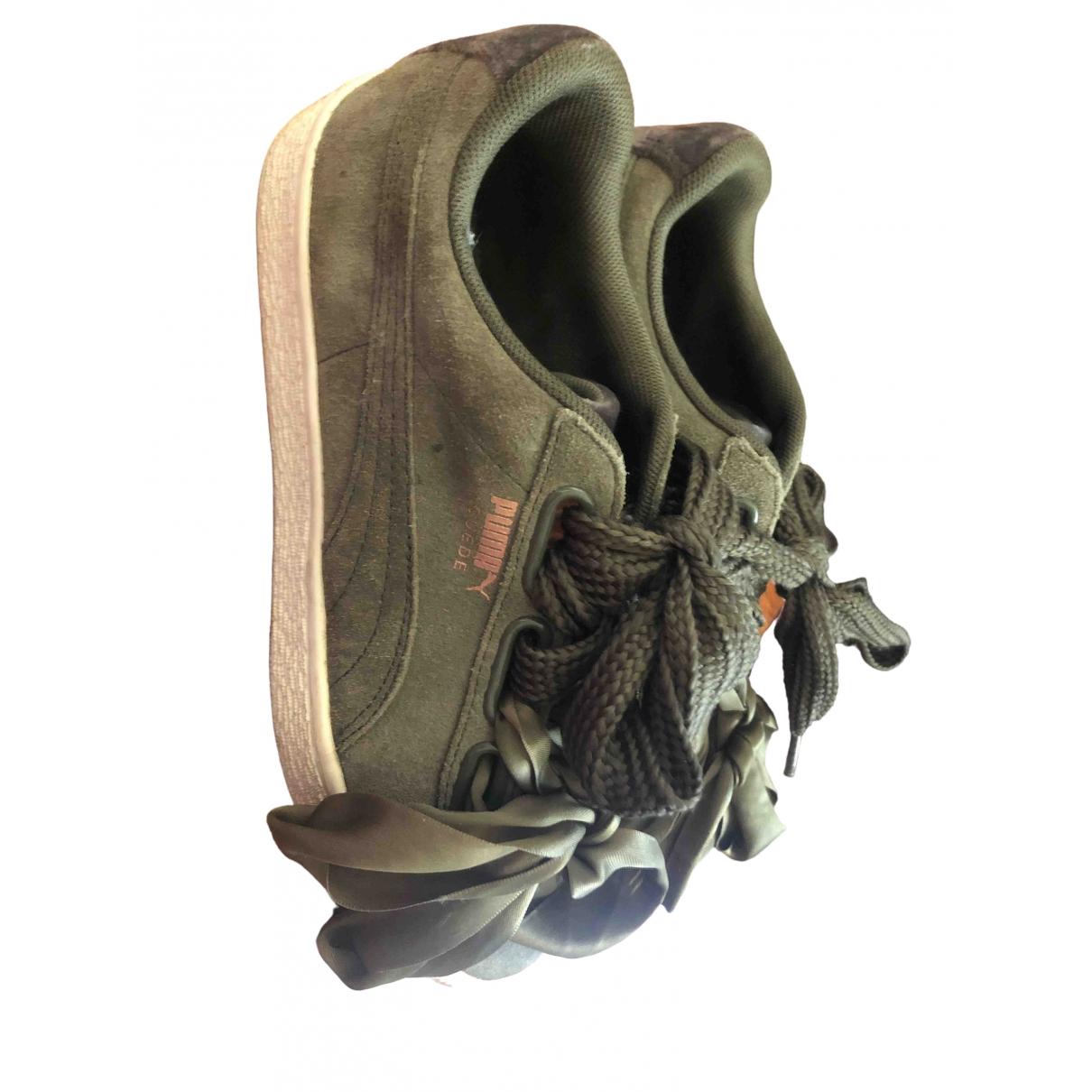 Puma \N Sneakers in  Gruen Veloursleder