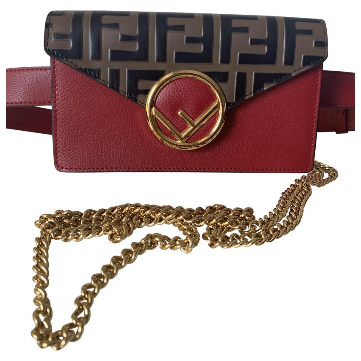 Fendi Kan I logo Clutch in  Rot Leder