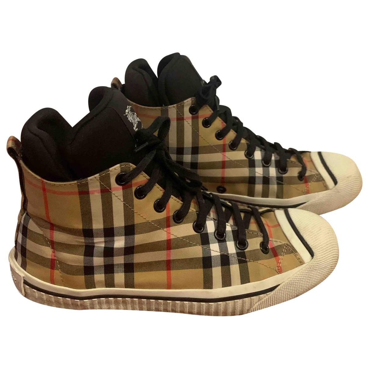 Burberry \N Sneakers in  Beige Leinen