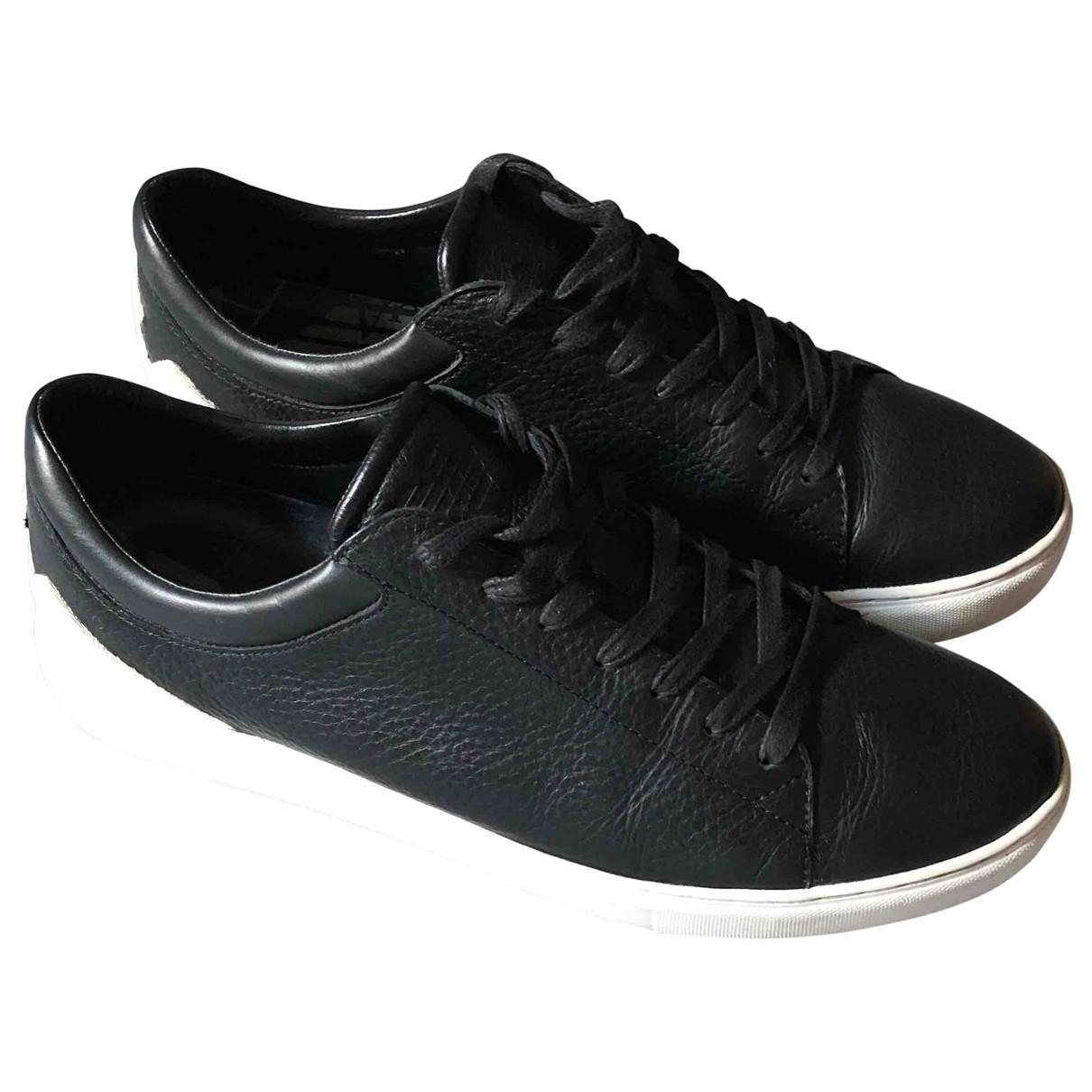 Emporio Armani \N Sneakers in  Schwarz Leder