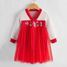 Kleid mit Kran Stickereien und Netzstoff Einsatz