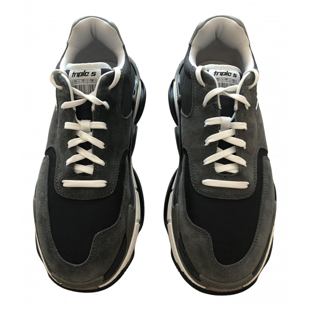 Balenciaga Triple S Sneakers in  Anthrazit Veloursleder