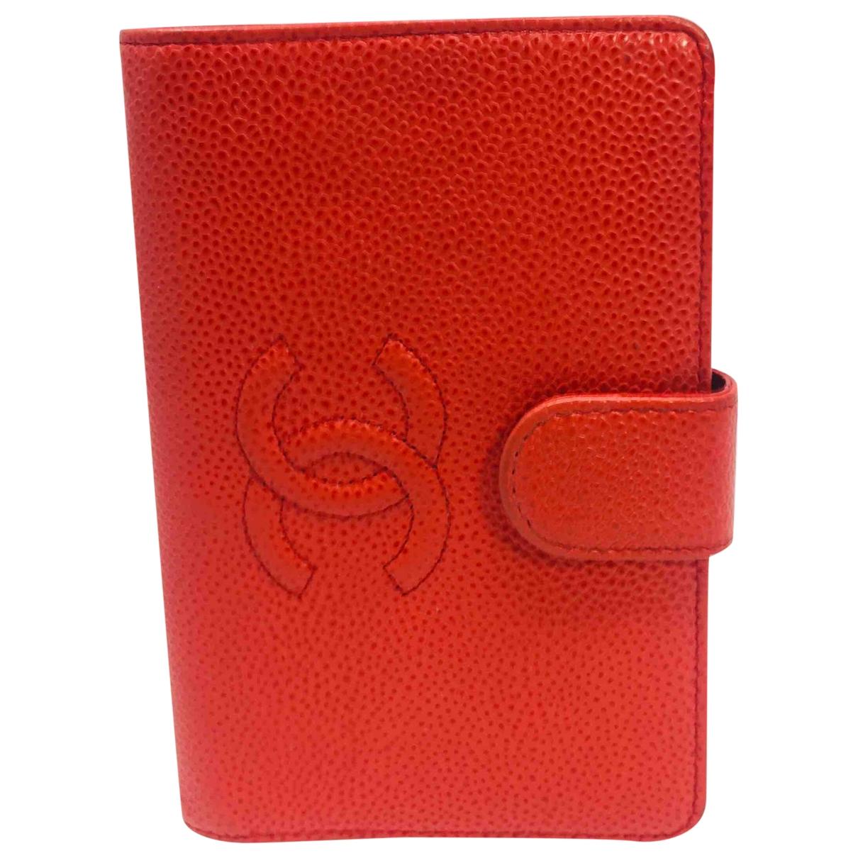 Chanel Timeless/Classique Portemonnaie in  Rot Leder