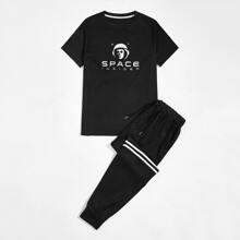 Men Letter Graphic Tee & Stripe Tape Sweatpants