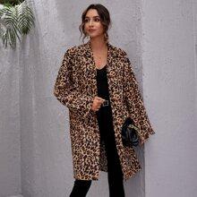 Mantel mit Knopfen vorn, sehr tief angesetzter Schulterpartie und Leopard Muster