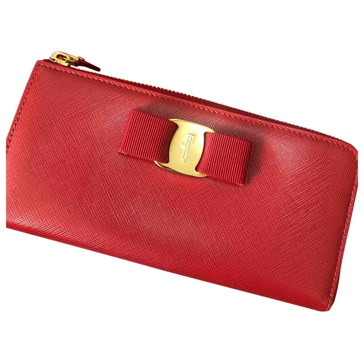 Salvatore Ferragamo - Portefeuille   pour femme en cuir - rouge