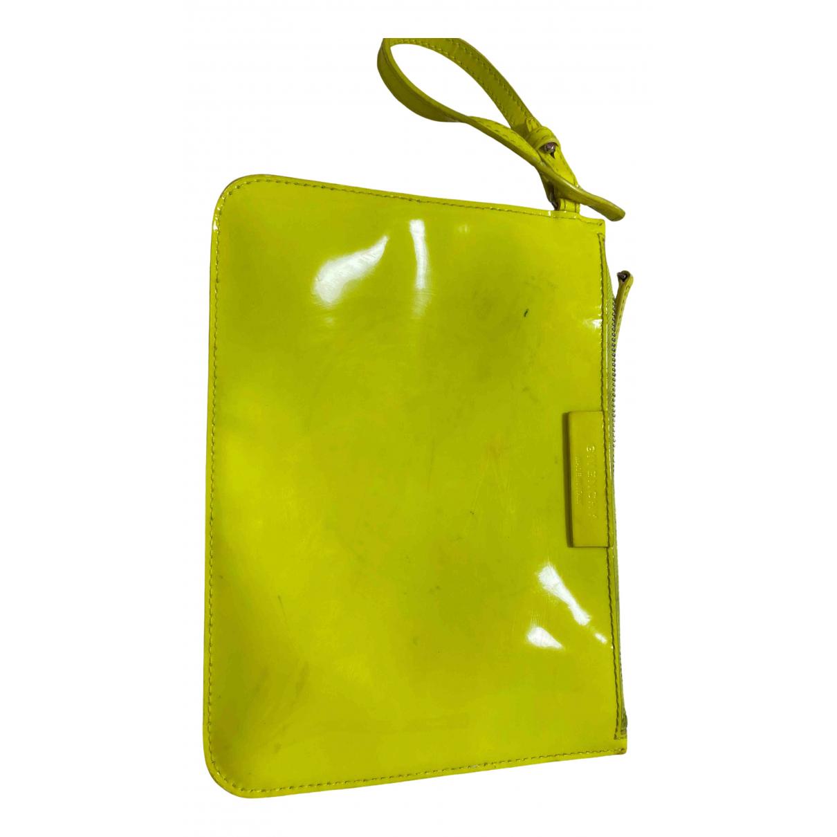 Givenchy \N Clutch in  Gelb Lackleder