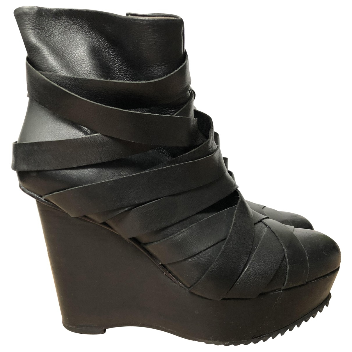 Finsk \N Black Leather Ankle boots for Women 38 EU