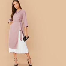 Kleid mit Schalkragen und Knoten