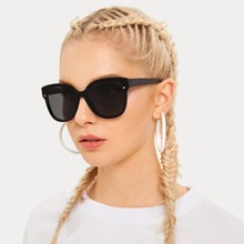 Rivet Decor Flat Lens Sunglasses With Case