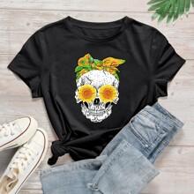 Camiseta con estampado floral con craneo