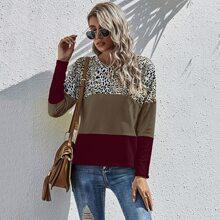 T-Shirt mit Kontrast Einsatz und Leopard Muster