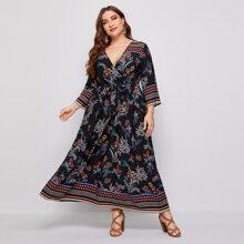 Kleid mit Pflazen Muster, V-Kragen vorn und Guertel