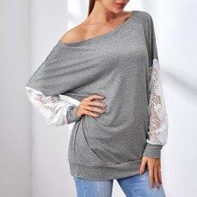 Sweatshirt mit sehr tief angesetzter Schulterpartie und Kontrast Spitze an Ärmeln