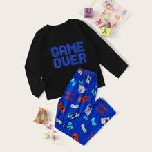 Jungen Schlafanzug Set mit Buchstaben & Spielmaschine Muster