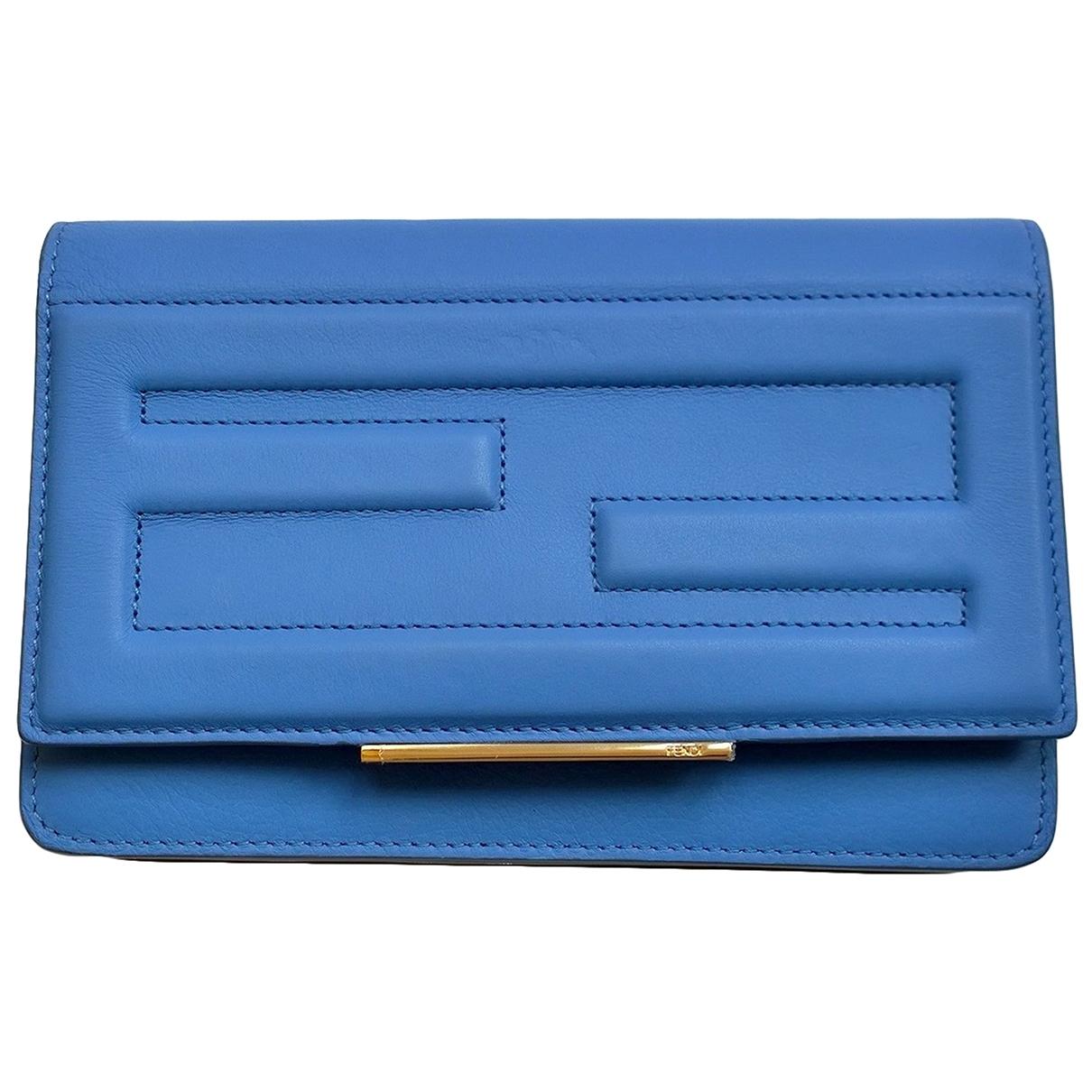 Fendi \N Clutch in  Blau Leder