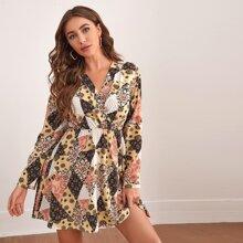 Kleid mit V Kragen und Patchwork Muster