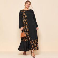 Vestido smock bajo con fruncido con estampado floral en contraste