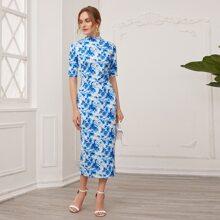 Kleid mit Stehkragen, Blumen Muster und Schlitz hinten