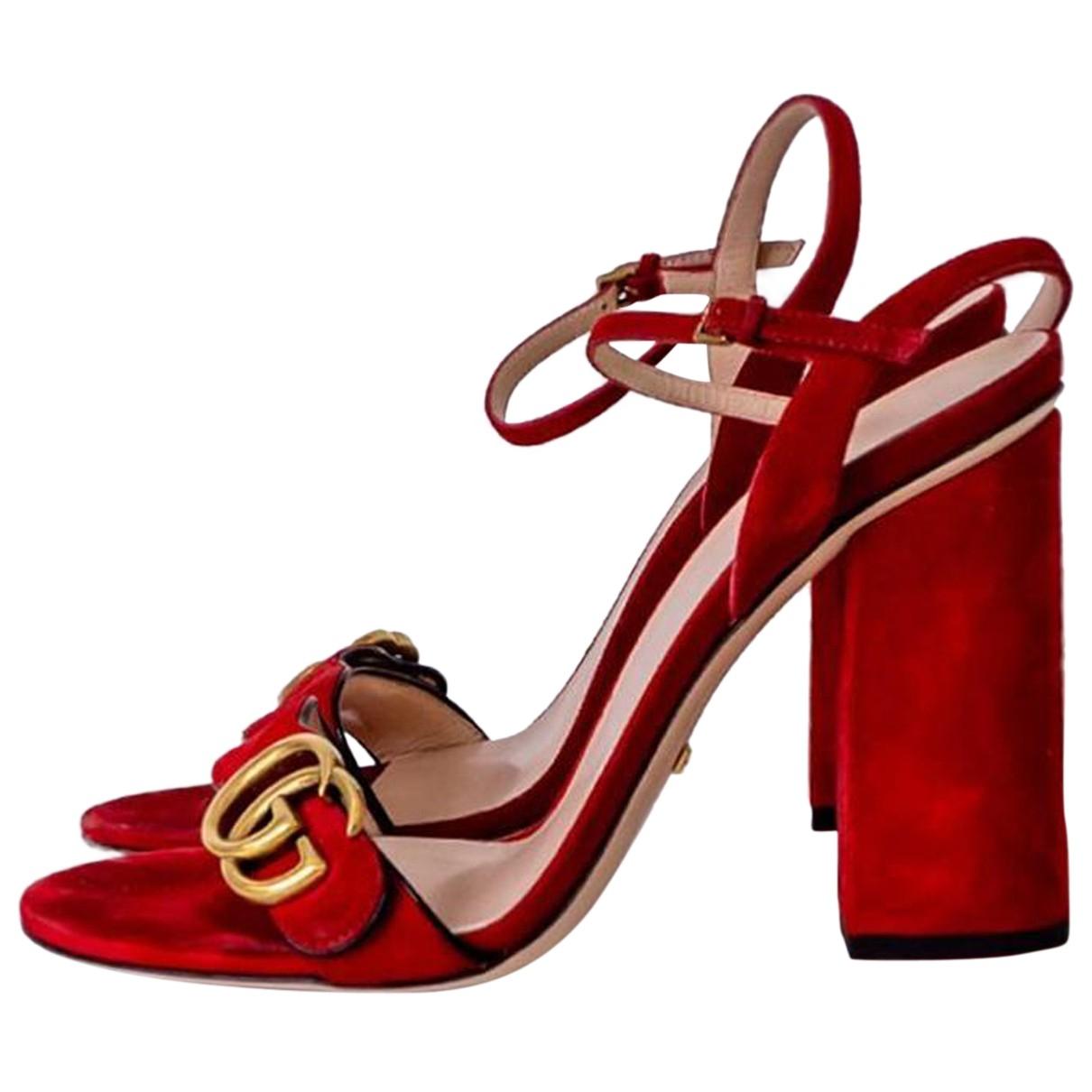 Gucci Marmont Sandalen in  Rot Veloursleder