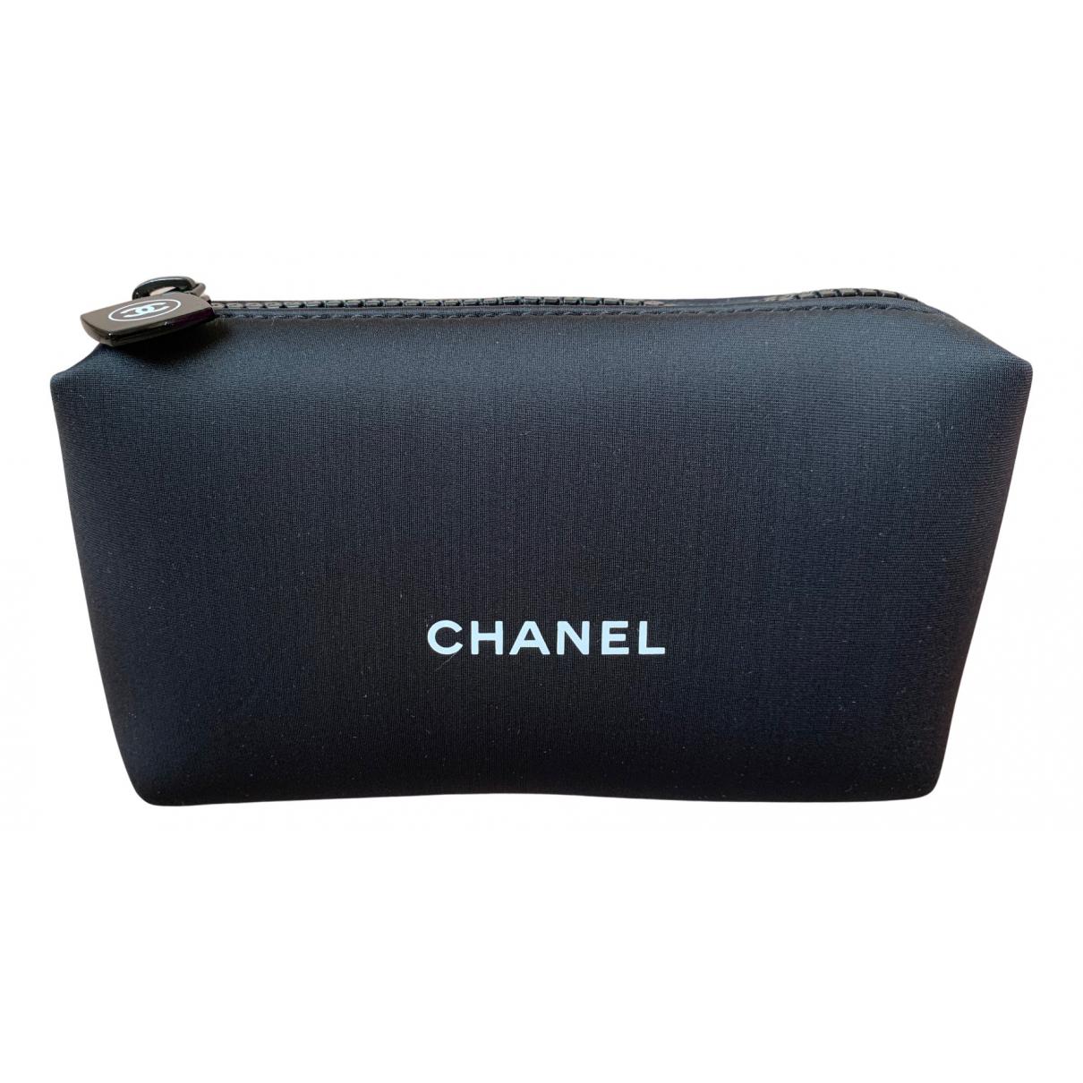 Chanel \N Clutch in  Schwarz Synthetik