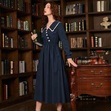 Kleid mit Guipure Spitzenbesatz, Exerzierkragen, asymmetrischem Saum und Knopfen vorn