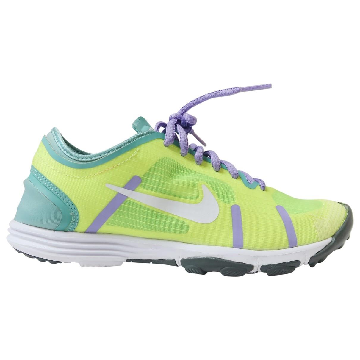 Nike \N Sneakers in  Gelb Kautschuk